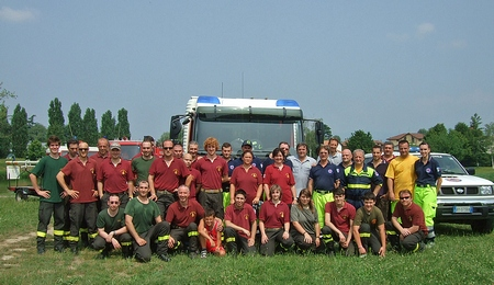 Foto di gruppo dei volontari della Protezione Civile