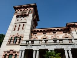 Villa Longoni - particolare della balconata con vista sulla torre