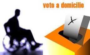 immagine con disabile e urna voto a domicilio