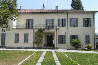 immagine di villa Sartirana sede della biblioteca