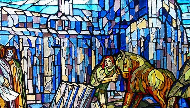 Particolare della vetrata dedicata a Fra Giovanni; il Duomo in costruzione