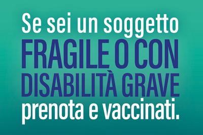 """scritta """"Sei un soggetto FRAGILE O CON DISABILITA' GRAVE prenota e vaccinati"""""""