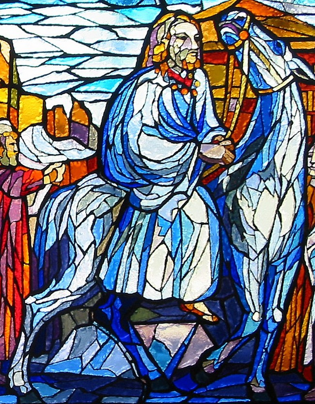 Particolare della vetrata dedicata a Fra Giovanni; rappresenta Fra Giovanni su un cavallo bianco