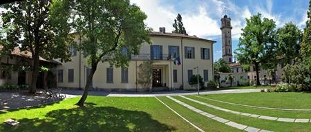 foto Villa Sartirana con la torre Boffi sullo sfondo