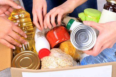 immagine di prodotti alimentari raccolti in una scatola