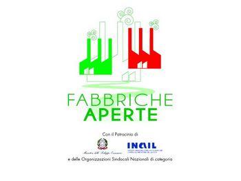 logo dell'iniziativa, disegno di tra fabbriche stilizzate riproducenti i colori della bandiera italiana. Sotto la scritta Fabbriche Aperte e i loghi degli Enti patrocinanti.