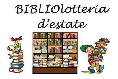 immagine con scaffale pieno di libri colorati e bambini con libri
