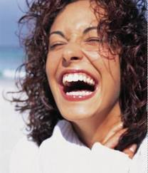 una ragazza che ride