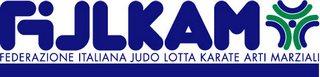 Logo della filkam rappresentato dalla scritta fijlkam in colore blu nella parte alta sinistra e la scritta i colore blu sotto con la scritta federazione italiana judo lotta karate arti marziali