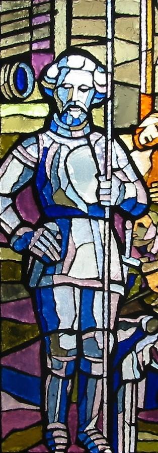 Particolare della vetrata dedicata a Fra Giovanni; Guglia Carelli la più antica del Duomo, rappresentante San Giorgio con la resta in mano