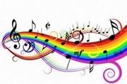 spartito musicale colorato con note musicali in evidenza