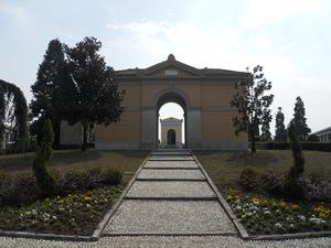 viale d'accesso al cimitero di Giussano