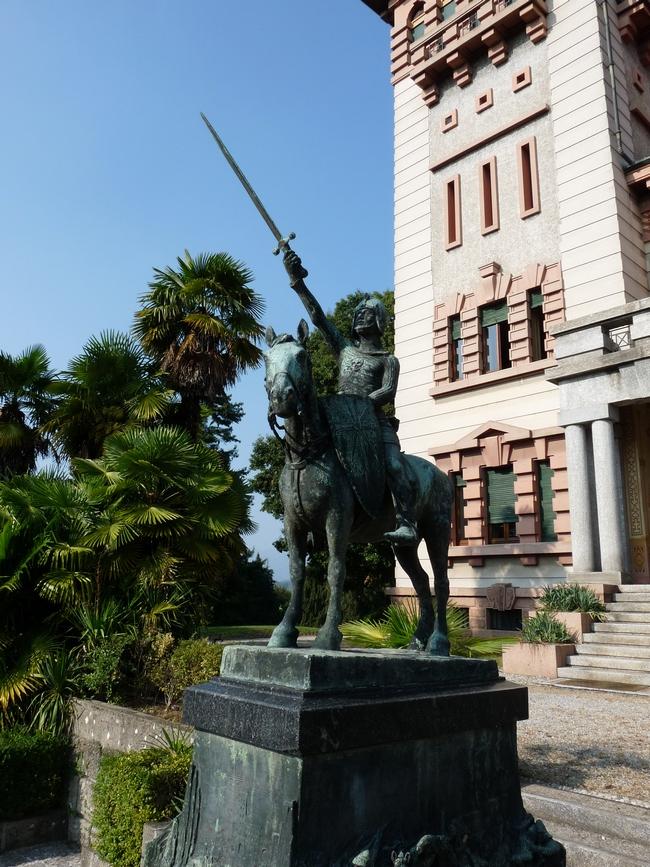 Stauta raffigurante Alberto Da Giussano a cavallo