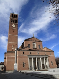 Basilica dei SS. Filippo e Giacomo vista dalla facciata frontale