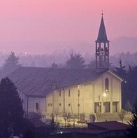 vista frontale della Chiesa di San Francesco, sullo sfondo il tramonto