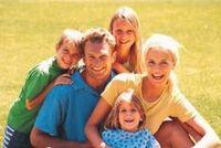 famiglia composta da genitori e tre figli