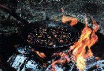 immagine di caldarroste in padella