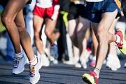 immagine di gambe di persone che corrono
