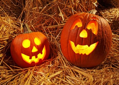 immagine di una zucche di Halloween illuminate