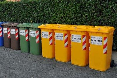 varie tipologie di raccoglitori per rifiuti