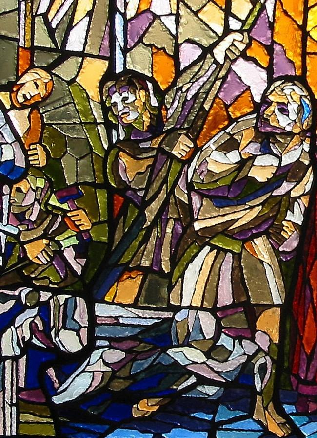 Particolare della vetrata dedicata a Fra Giovanni; rappresentazione di operai al lavoro