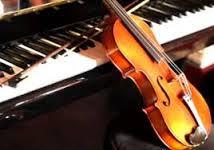 pianoforte con appoggiato un violoncello