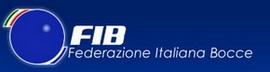 Logo della federazione Italiaa Bocce rappresentato da un rettangolo di colore blu con all'interno sulla parte destra una boccia con al lato superiore sinistro una riga che rappresenta la bandiera italiana. Dalla parte destra la sigla fib e la scritta federazione italiana bocce di colore bianco
