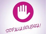 """Mano aperta stilizzata su sfondo rosa e scritta """"Stop alla violenza!"""""""